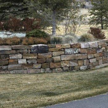 Medium Drystack Wall Installation